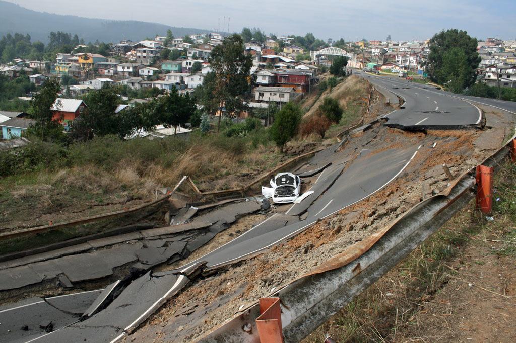schwere Straßenschäden nach dem Erdbeben in Chile