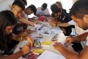 Die Jugendlichen setzen den Redaktionsplan um. (Quelle: Terre des hommes Brasil (TDH))