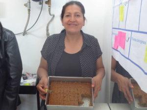 Luz präsentiert stolz ihre Brownies