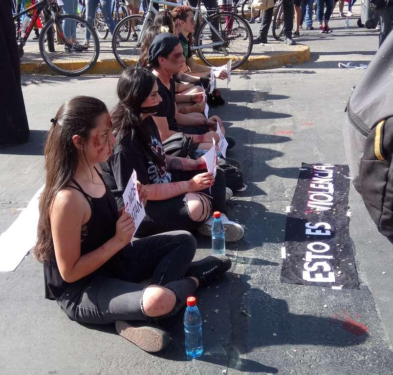 Sitzblockade auf der Straße (Quelle: Dr. Ximena Galleguillos)