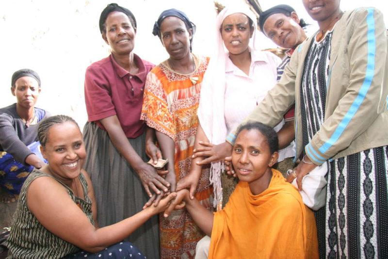 Selbsthilfegruppe in Afrika - Foto: Ralf Krämer