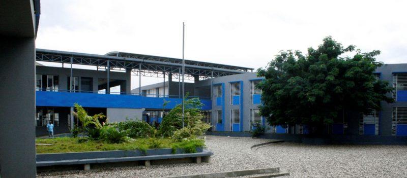 Schulgebäude, neu gebaut nach dem Erdbeben in Haiti