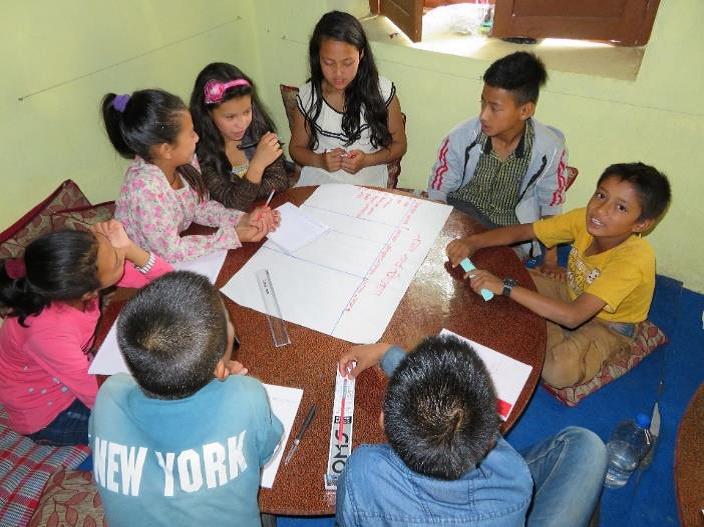 Die Schüler überlegen sich ein neues Projekt - Foto: AMURT