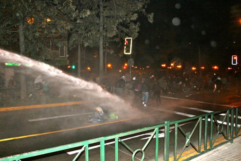 Wasserwerfer während einer Demonstration. (Quelle: Jürgen Schübelin)