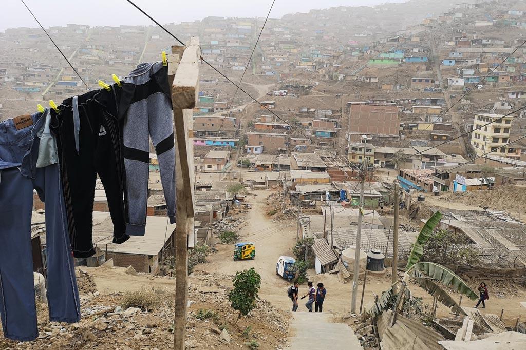 Barackensiedlung in einem Vorort von Lima, Peru