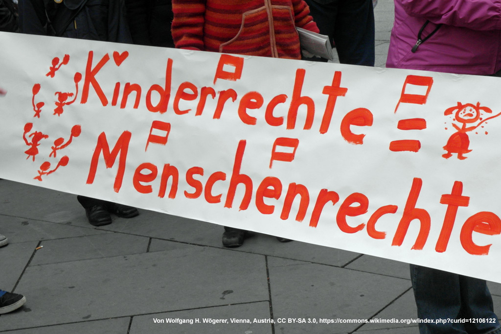 """Demo-Plakat: """"Kinderrechte - Menschenrechte"""""""