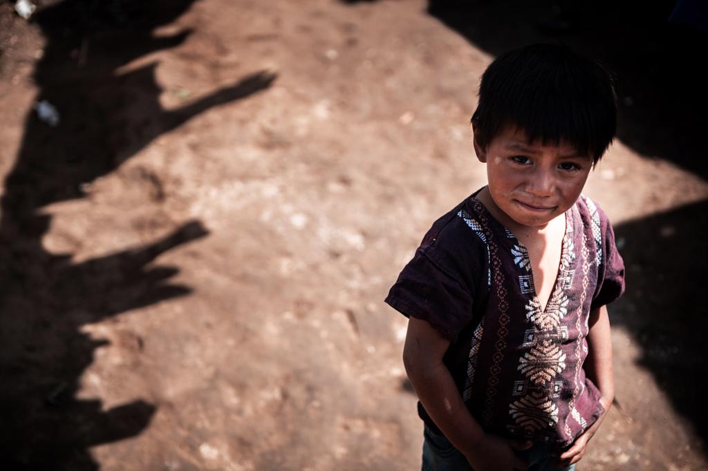 Ungewisser Blick in die Zukunft: Junge in Colina de San Andrés, Guatemala