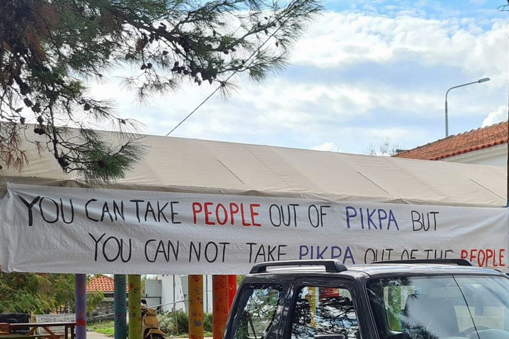 "Transparent mit der Aufschrift: ""You can take people out of Pikpa but you cannot take Pikpa out of the people"""