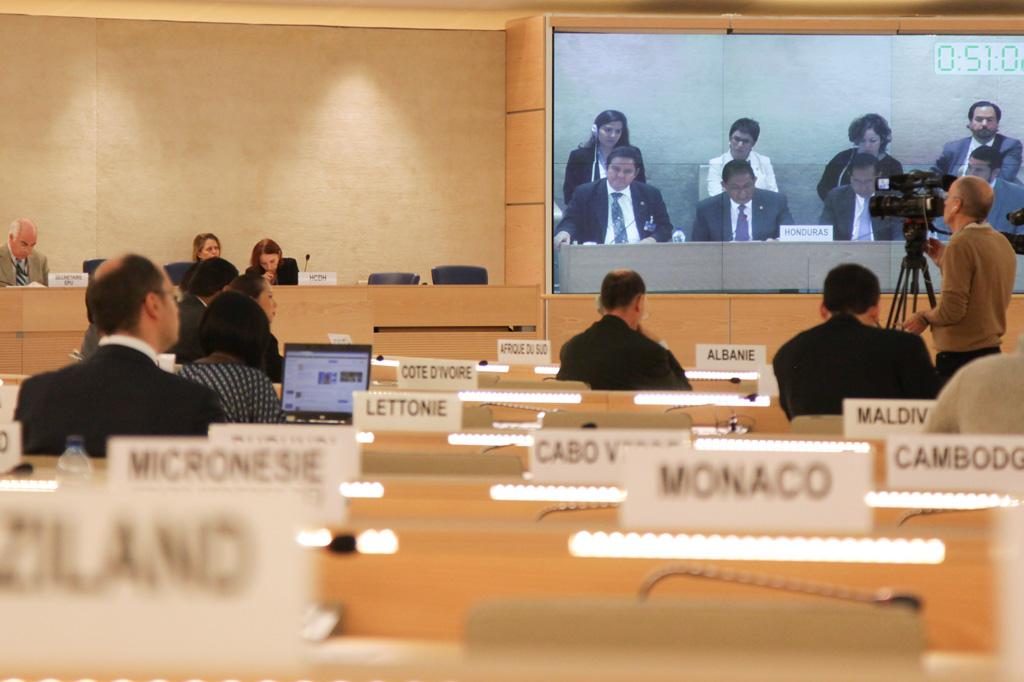 UPR-Verfahren zu mThema Kinderrechte in Honduras in einem UN-Sitzungssaal in Genf