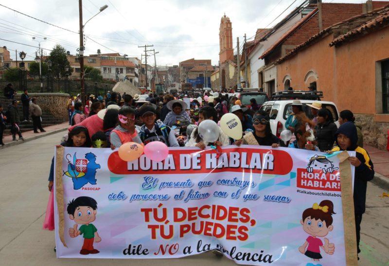 Demonstration bolivianischer Kinder und Jugendlicher für mehr Schutz vor Gewalt