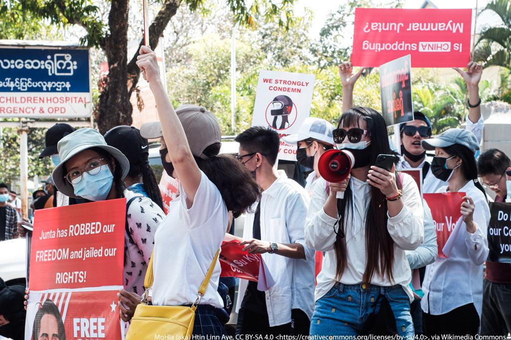 Protestierende in Myanmar bei einer Demo gegen die Militärjunta